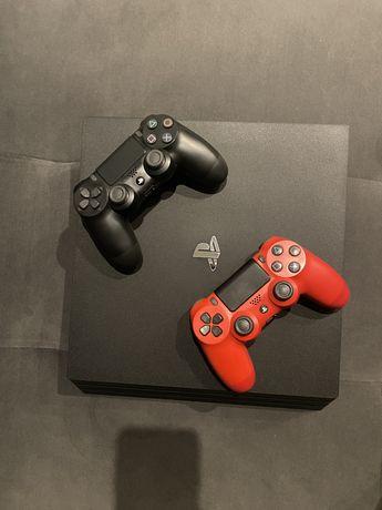 Konsola PS4 PRO 1TB + 2 pady + oryginalna ładowarka do padów + HDMI
