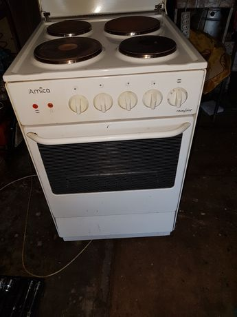 Elektryczna kuchenka z piekarnikiem Amica