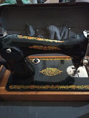 Продам швейную машинку 1969 года