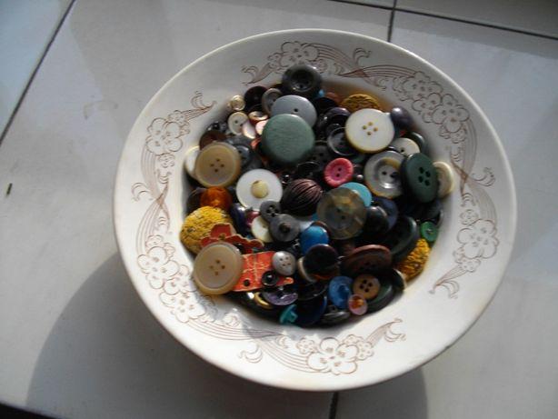Пуговицы и кнопки навалом, в количестве более 350 шт