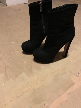 Замшевые чёрные ботинки