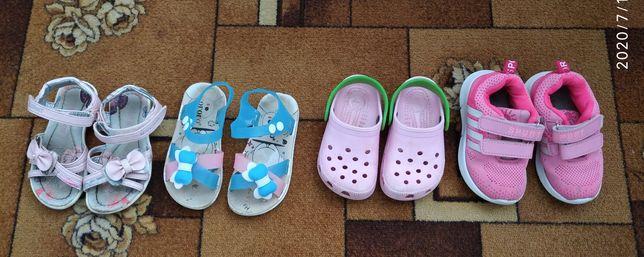 Взуття на 3-4 роки .