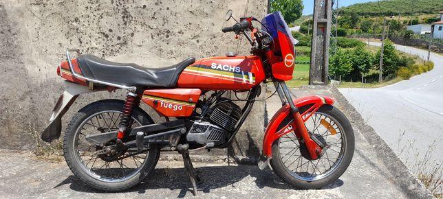 Motorizada Sachs fuego