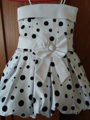 Продам очень красивое, нарядное платье на 2-4 годика