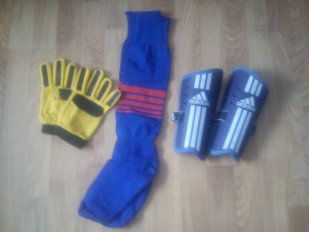 Ochraniacze Adidas   skarpety piłkarskie   rękawice bramkarskie