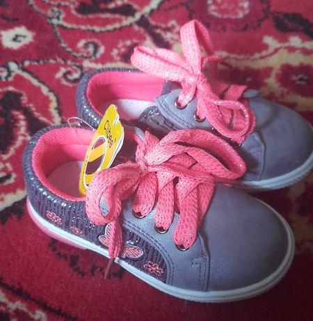 Кроссовки, кеды, туфли clibее 14 см для девочки новые
