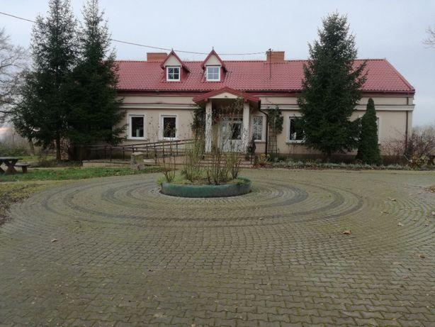 Dworek XVIII-wieczny dom weselny sala imprez agroturystyka winnica