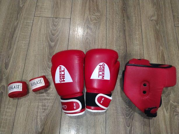 Продам боксёрские перчатки ,шлем ,бинты