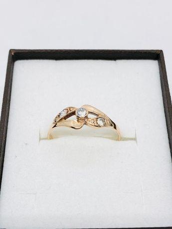 PIĘKNY DELIKATNY pierścionek złoty z cyrkoniami pr. 585 / waga: 1,47 g