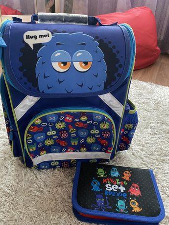 Рюкзак ранец каркасный  (Польша) + пенал для начальной школы