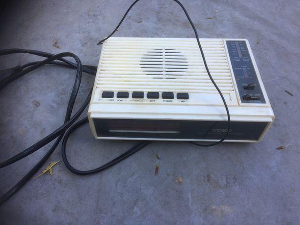 Rádio despertador antigo