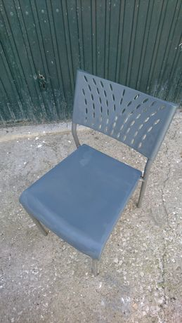 Cadeiras cinzentas