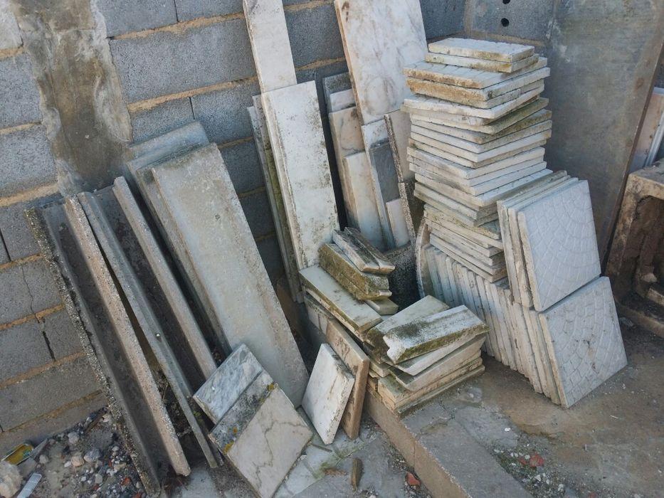 Pedras mármores, pia antiga, pedra para chão.