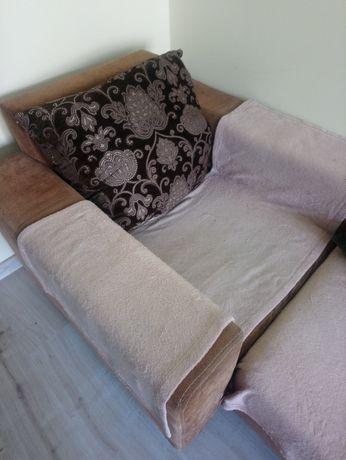 Kanapa i fotel z poduszkami