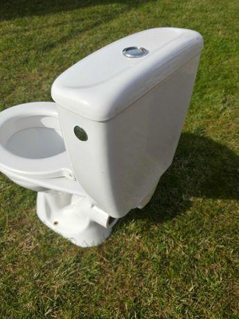 umywalka i ubikacja sedes WC ze spłuczką
