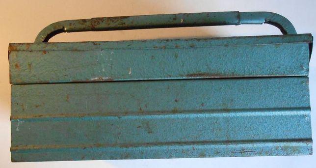Antiga caixa de ferramentas metálica