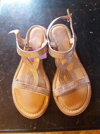 Letnie nowe sandały 39