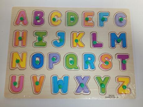 literki drewniane puzzle edukacyjne z pinezką.