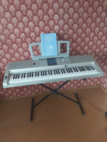 Keyboard YAMAHA DGX-305 stan idealny