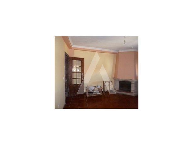 Apartamento T2 no centro de Sangalhos com terraço e com l...