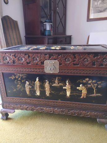 Arca de cânfora com incustrações de osso e marfim