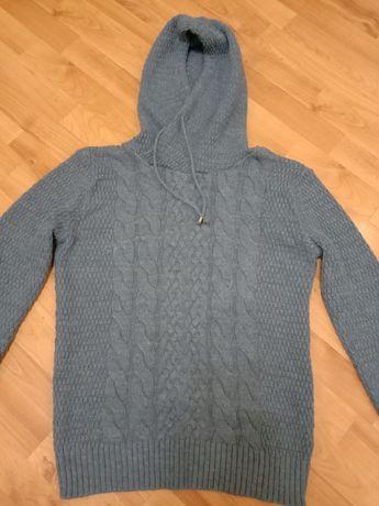 Мужской молодёжный шерстяной свитер.