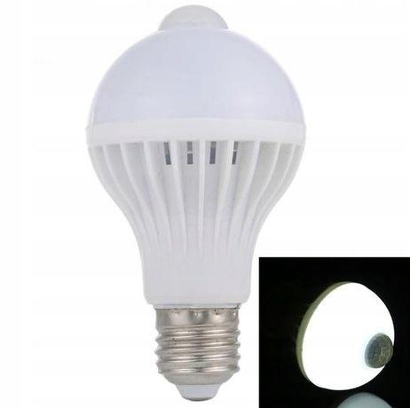 Żarówka LED E27 10W z czujnikiem ruchu i zmierzchu