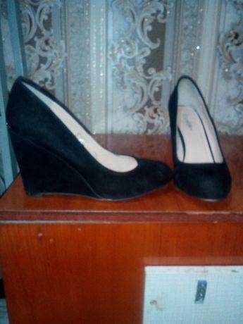 Продам женские туфли размер 40