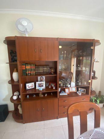 Móvel c/ estantes e vitrine sala
