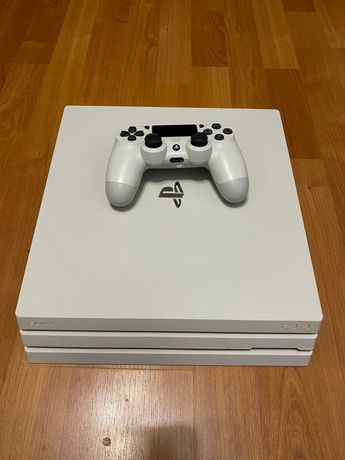 PlayStation 4 Pro CUH-7116B Glacier White