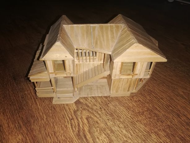 Drewniany domek kolekcjonerski