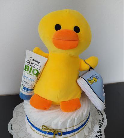 Presente recém-nascido (bolo de fraldas bebé)