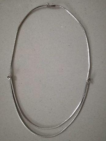 naszyjnik w  srebrnym kolorze