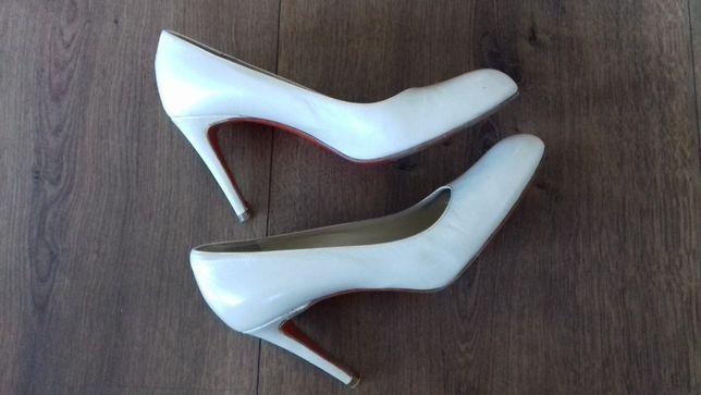 Białe / perłowe buty ślubne rozmiar 38 szpilki