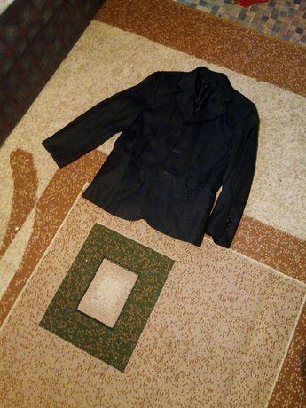 Срочно продам пиджак для вашего мальчика для школы.