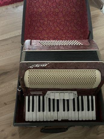 Zabytkowy akordeon-80 basów
