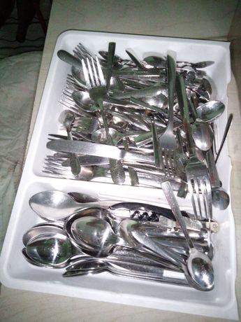 Talheres e facas profissionais de cozinha