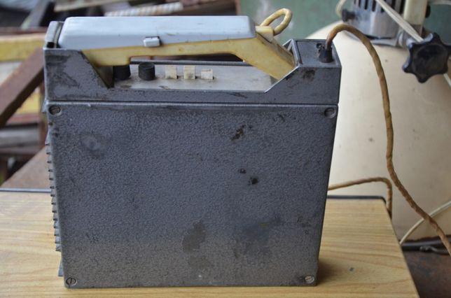 Радиостанция автомобильная ЛЕН с антеной.