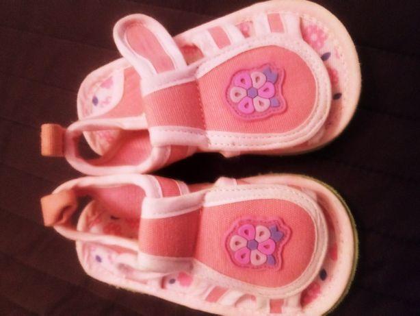 Sandałki dla dziewczynki r.19