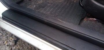 Uszczelka karoseryjna drzwi lewy przód Corolla E12; 5D jak nowa!