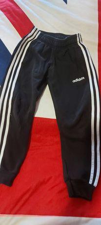 Spodnie dresowe adidas 128, martes 140