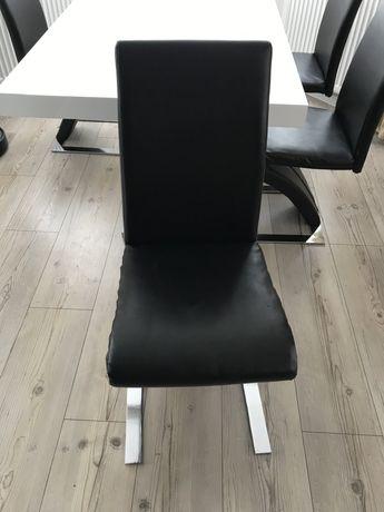 Krzesła metalowe w stylu nowoczesnym