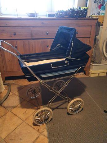 Zabytkowy wózek dla dziecka