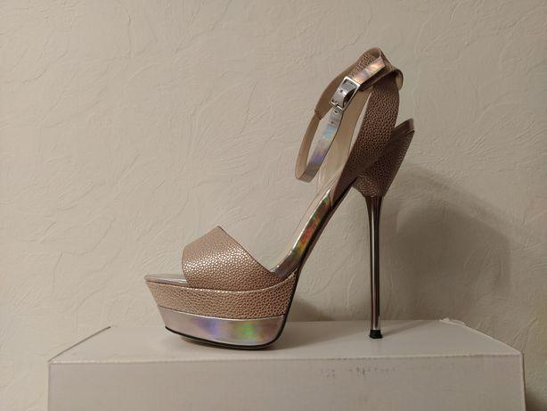 Sprzedam sandały na szpilce ALDO