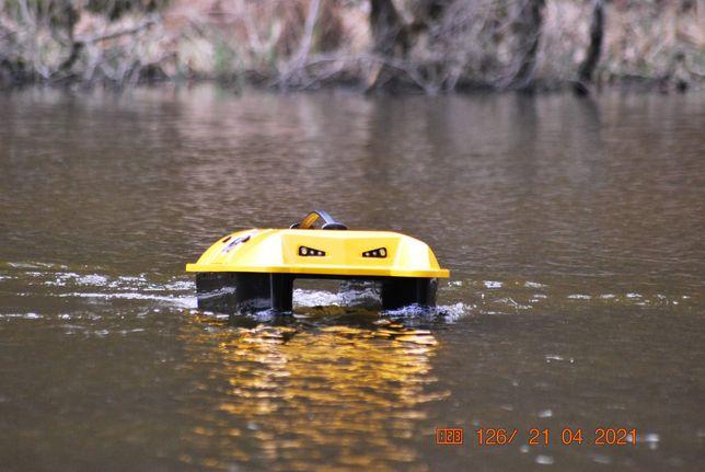 Łódka zanętowa na kadłubie Magnum