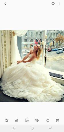 Шикарное пышное свадебное платье с шлейфом.Цвет айвори. Модель Жаклин.