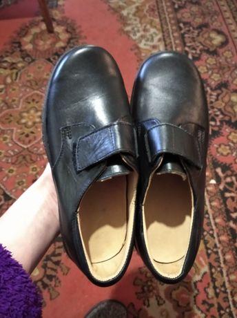 Продам детские туфли на мальчика (32 размер)