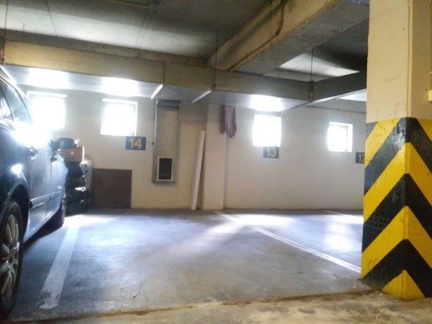 miejsce parkingowe w garażu w budynku Łucka 20.