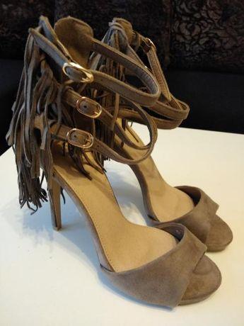 Nowe sandały z frędzelkami