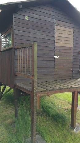 Drewniany domek ogrodowy.